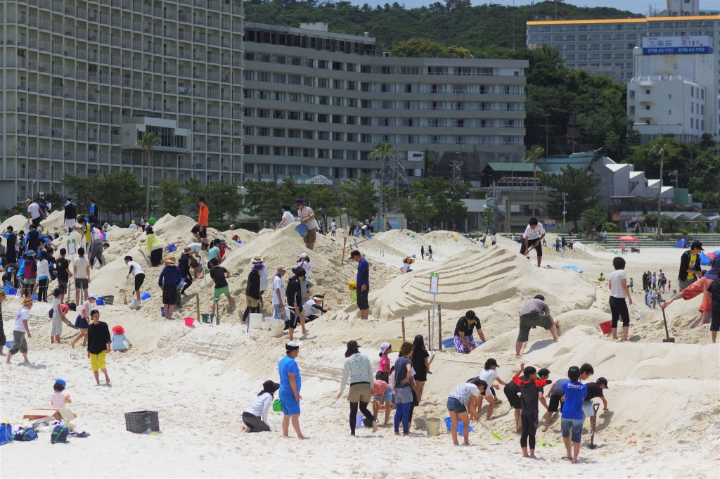 The spectacular art work of white sand ? NANKI SHIRAHAMA